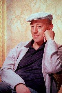 Alec Guinness (1914–2000).jpg